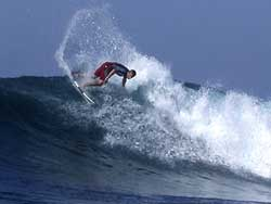Berselancar di Pulau Lombok