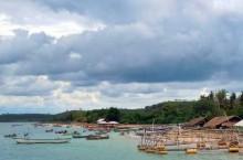 Pondok apung nelayan di Teluk Ekas