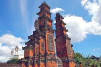 Pura meru, Pura Terbesar di Pulau Lombok
