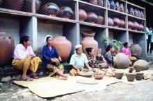 Pengerajin Gerabah Desa Penujak, Lombok