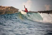 Berselancar di Pantai Gerupuk Lombok