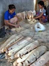 Pengrajin Topeng Kayu Desa Labuapi, Lombok.