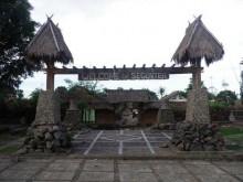 Gerbang Masuk di Desa Segenter, Lombok