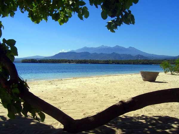 Hasil gambar untuk pantai sire medana lombok